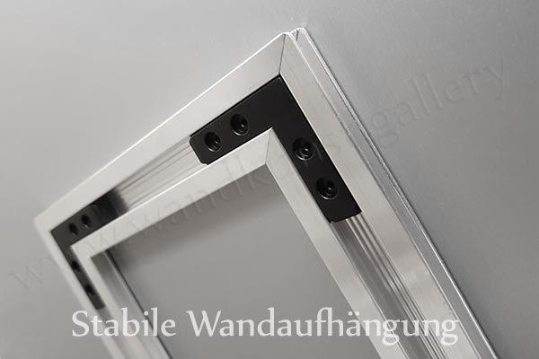 Hier ist ein Foto der rückseitigen Wandaufhängung für Metallbilder zu sehen.
