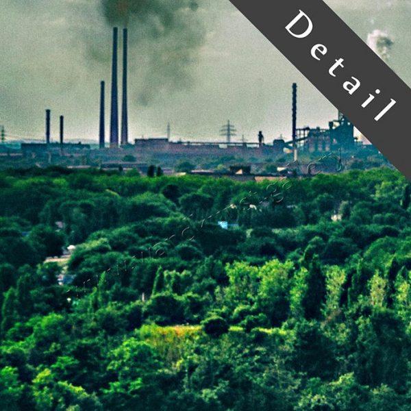 Detail aus einem Wandbild: Spitze des Hochofens mit Blick auf das Ruhrgebiet und rauchende Schornsteine im Industrierevier. Wirkt wie ein Lostplace aus vergangenen Jahrzehnten.