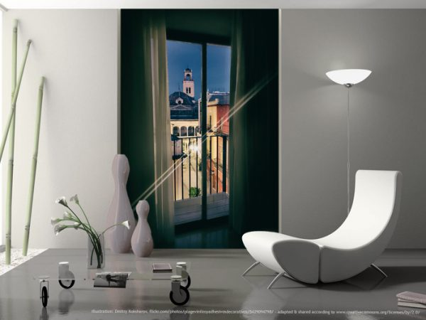Weite, wo keine ist: Wundervoller malerischer Blick aus dem Schlafzimmer über den Balkon zur alten Kirche und dem erwachenden Marktplatz