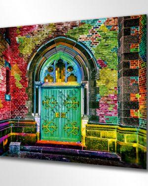 ART Shopping im Quadrat. Das Wandbild in bunt schimmernden Farben. Ein altes Tor in einer Mauer mit Beschlägen und Glasfenstern. Lieferbar in fast allen Größen.