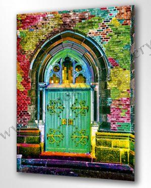 Wandbild in bunt schimmernden Farben. Ein altes Tor in einer Mauer mit Beschlägen und Glasfenstern. Lieferbar in fast allen Größen.